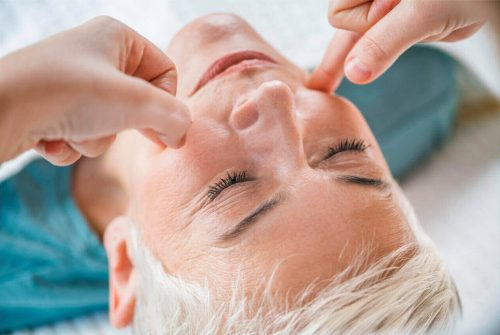 Facial Pressure Points (Acupressure Points) To Sooth Tooth Pain
