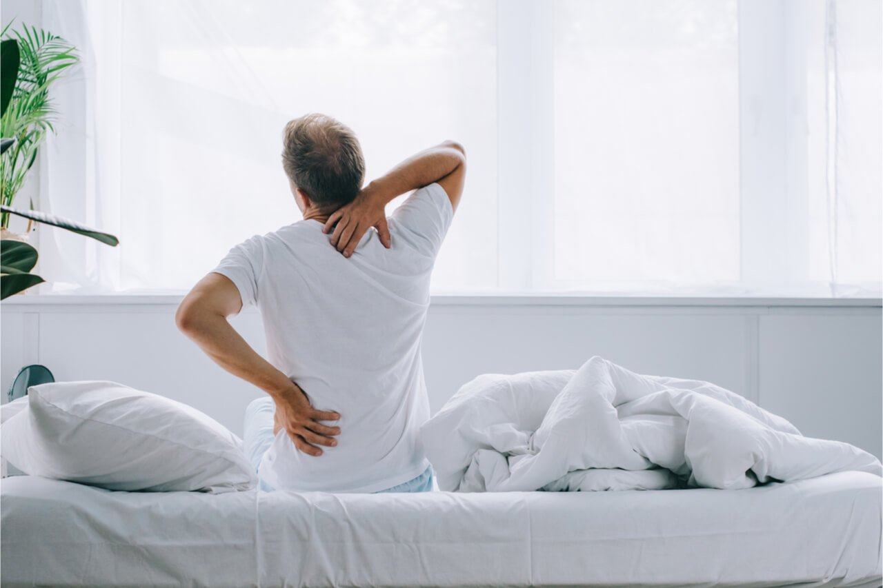 What is Thoracic Spine Pain? (Symptoms, Causes, Treatments)